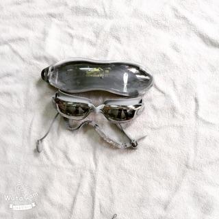 Kính bơi tráng gương chống tia uv kèm nhét tai