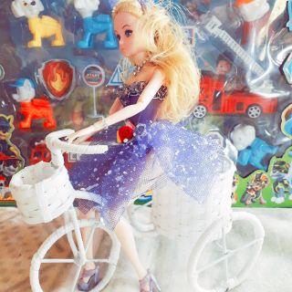 Búp bê đạp xe