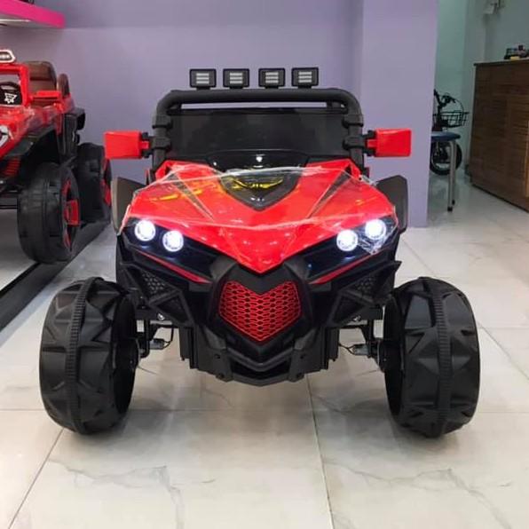 Ô tô xe điện siêu địa hình XJL588 đồ chơi vận động cho bé 2 ghế 4 động cơ ( Đỏ-Trắng-Xanh)