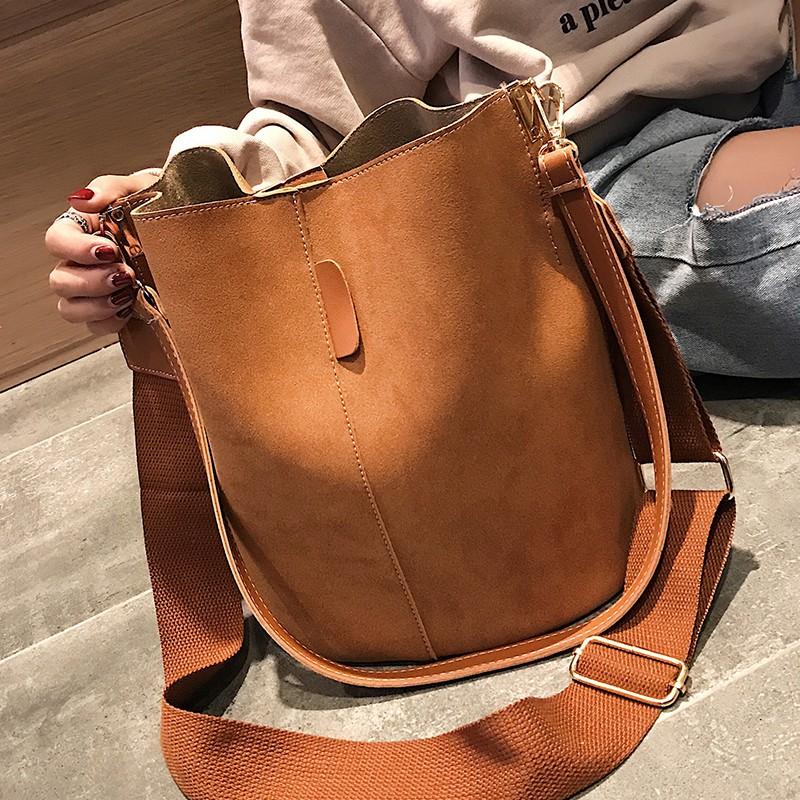 กใหม่ของเวอร์ชั่นเกาหลีป่า Messenger ไหล่ขัดเดียวแฟชั่นความจุขนาดใหญ่ถุงถังสีทึบ