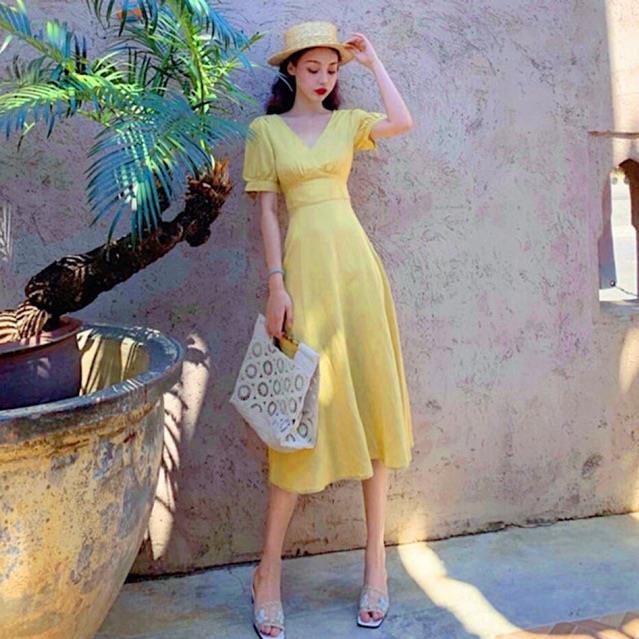 Đầm xinh, Đầm vàng nhúng ngực form dài