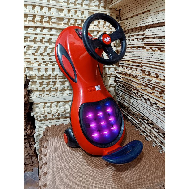 Xe lắc phát nhạc đèn led cao cấp 068 cho bé