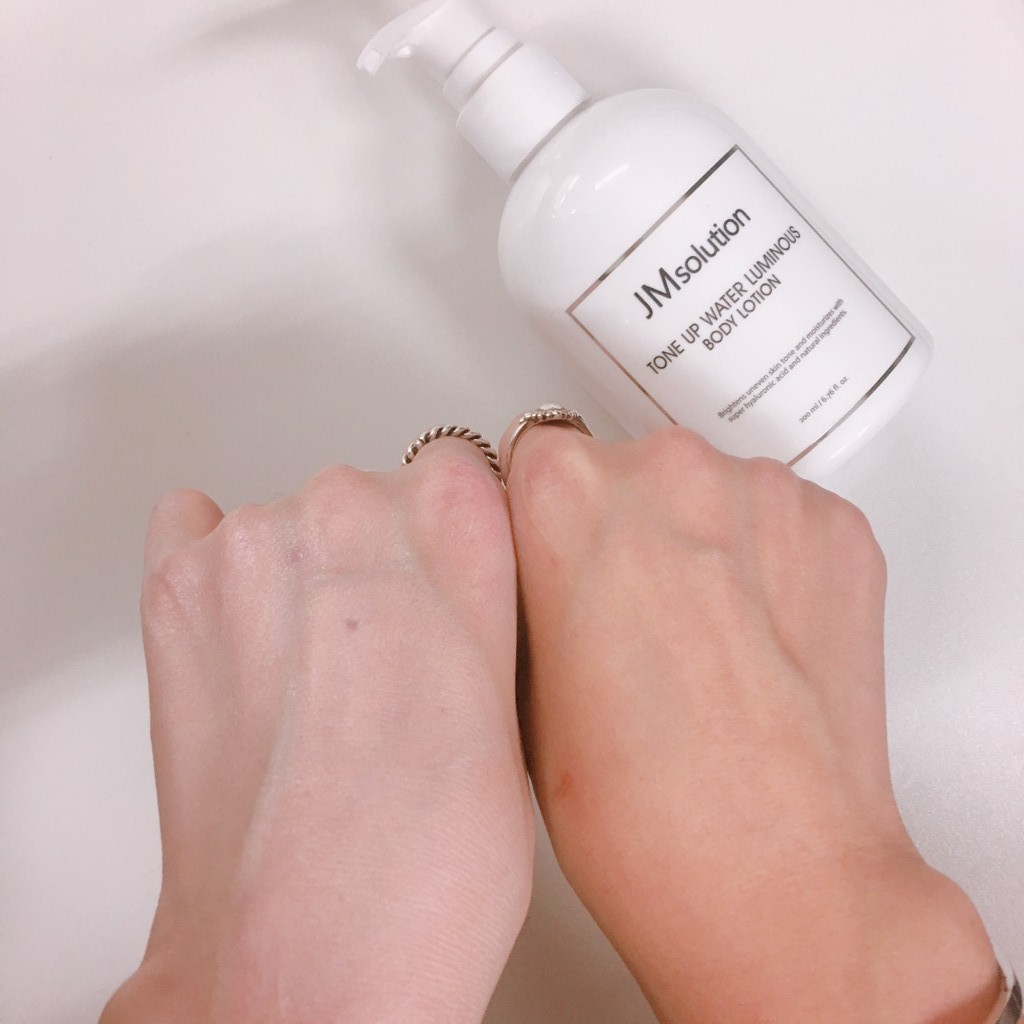 Sữa Dưỡng Toàn Thân Jm Solution Tone Up Body Lotion Giúp Nâng Tone, Dưỡng Trắng Và Dưỡng Ẩm Sâu Cho Da 200ML
