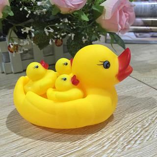 ♥♥♥4Pcs Ints Swimm Float Squeaky Ducks Accompany Toys