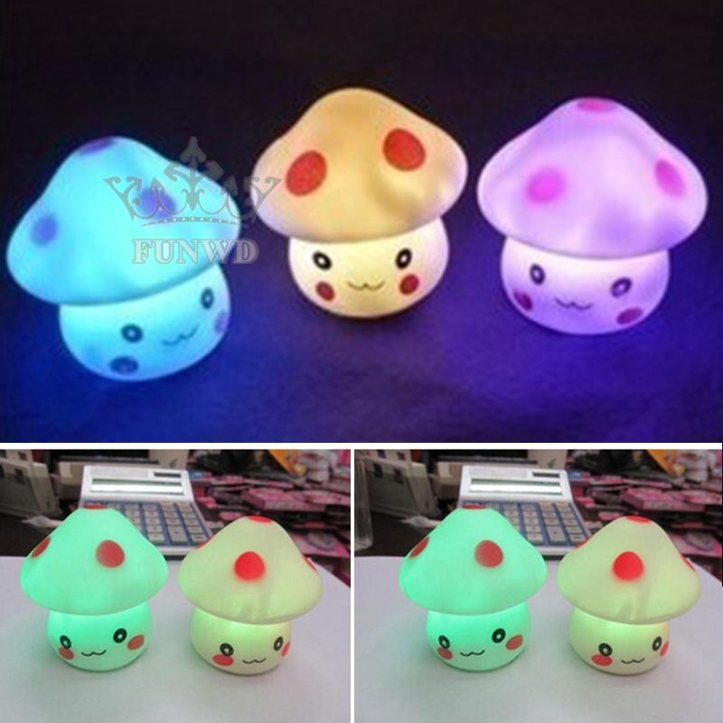 Đèn LED 7 màu thiết kế hình cây nấm đáng yêu