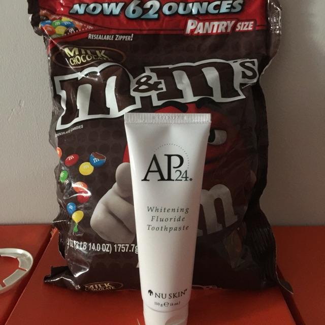 Combo 1 Bich kẹo M&M và 1 Kem Đánh Răng AP24 Mỹ
