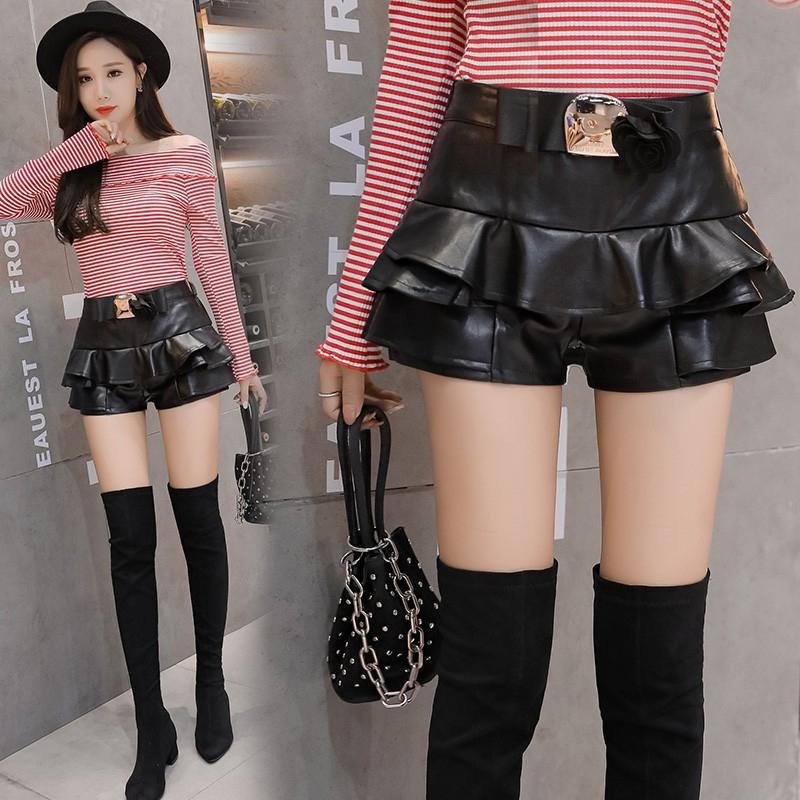 Chân váy ngắn kèm nịt với thiết kế trơn màu đơn giản dành cho nữ