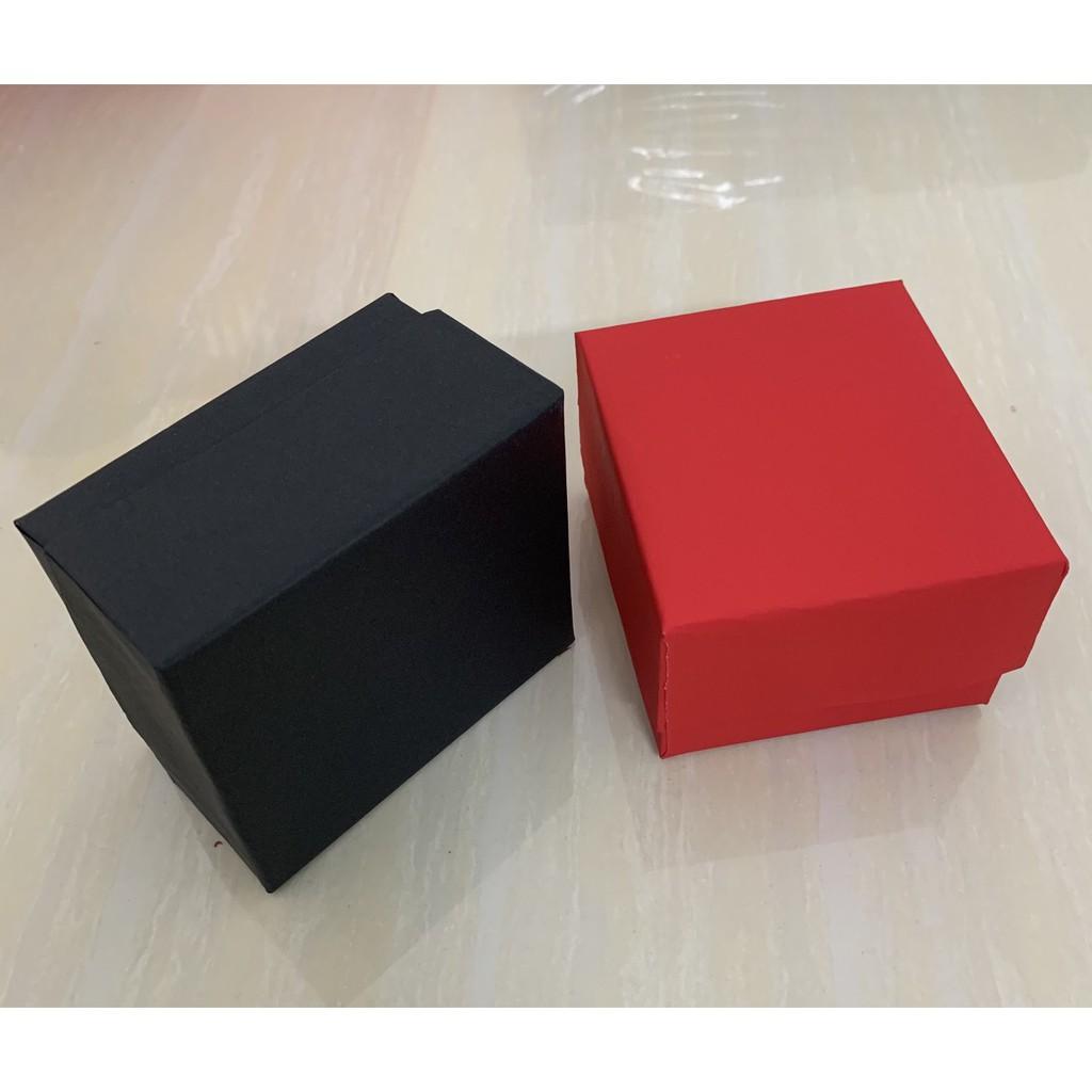 Hộp đựng đồng hồ gồm 2 màu đỏ và đen