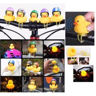 [Nhập mã TOYJUNE giảm 10K][ sẵn hàng ] Vịt vàng đội mũ bảo hiểm gắn xe . Hàng full phụ kiện mũ , chong chóng ,đèn