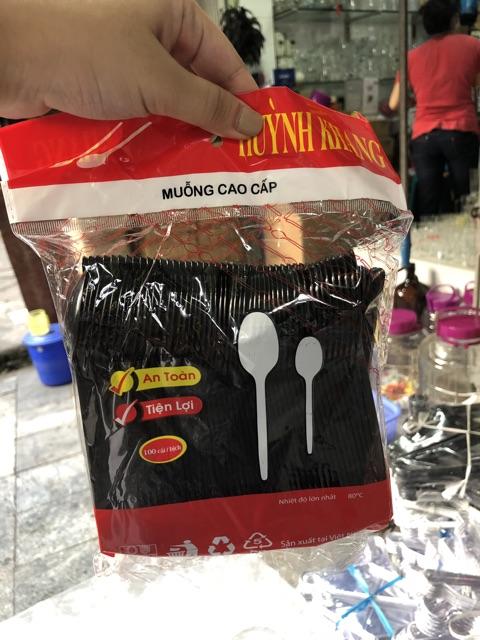 Thìa nhựa dùng 1 lần cao cấp Uy Kiệt có 2 màu trắng
