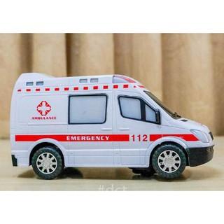 Trò chơi xe cấp cứu dùng pin chạy tự động dành cho bé trai và gái trên 1 tuổi, DO CHOI XE CAP CUU DUNG PIN