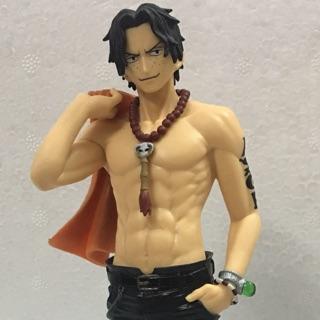 Mô hình tĩnh Ace One Piece khoác áo, phong cách lãng tử