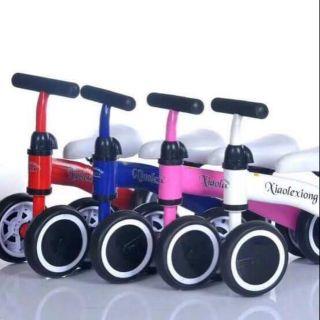 Xe chòi chân thăng bằng cho bé 1-3 tuổi