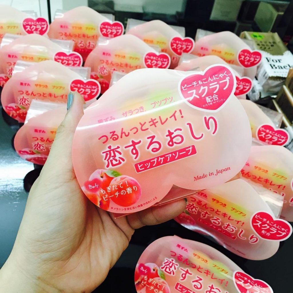Xà bông thâm m.ông trái đào Pelican Hip Care Soap 80g Nhật Bản