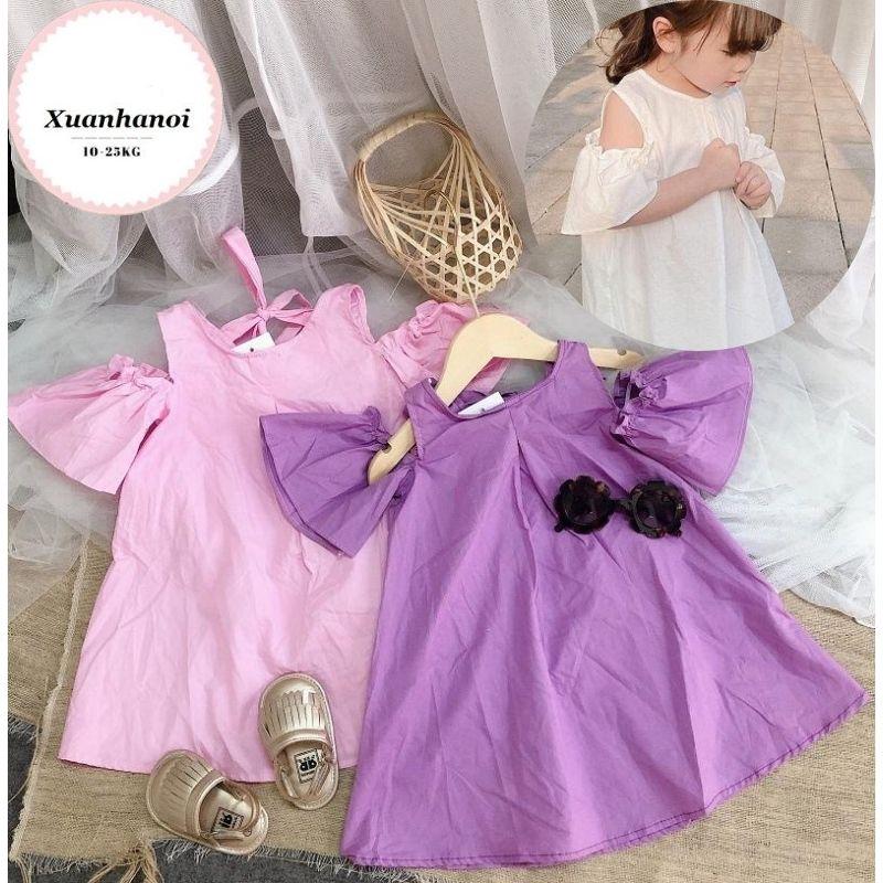 Váy bé gái trễ vai nơ lưng vải thô giấy mềm mát 3 mầu Trắng, Hồng và Tím XHN315