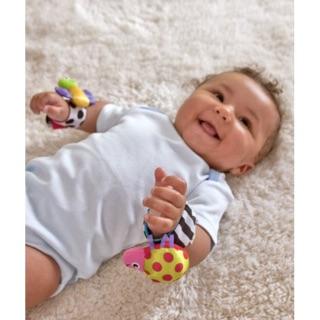 đồ chơi bé sơ sinh Lục lạc đeo tay phát triển thính giác thị giác xk Mỹ