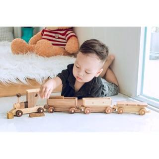 Đoàn tàu gỗ gồm 1 đầu tàu và ba toa tàu cho bé thoải mái khám phá và vui chơi giá 290k 😍😍😍😍😍😍😍😍😍