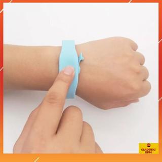 Vòng đeo tay đựng dung dịch sát khuẩn, vòng tay giúp rửa tay nhanh Giadungbpm thumbnail