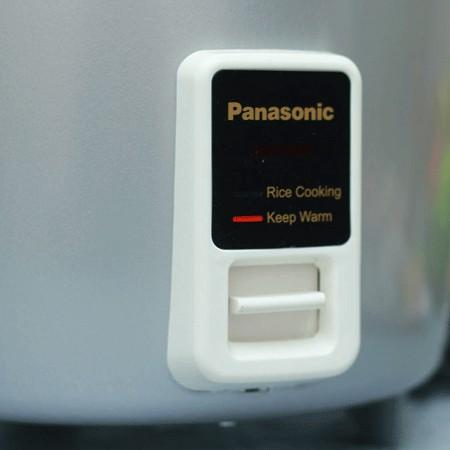 Nồi cơm điện Panasonic SR-W22GSLRA