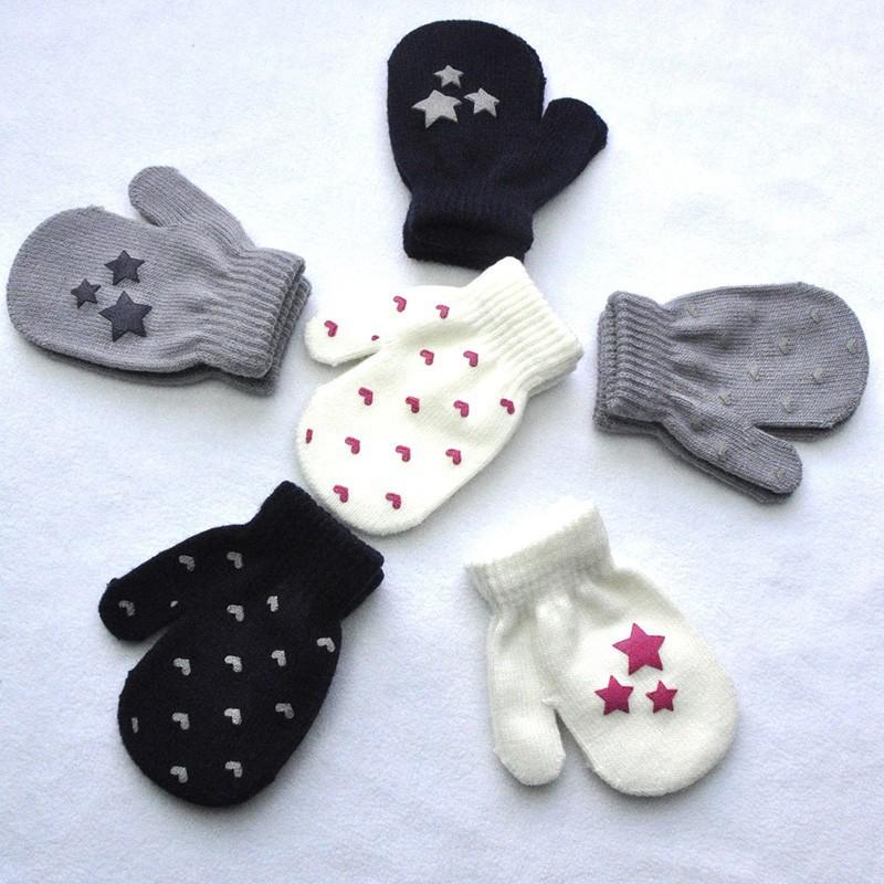 Đôi găng tay dệt kim  giữ ấm mềm mại và đáng yêu cho bé