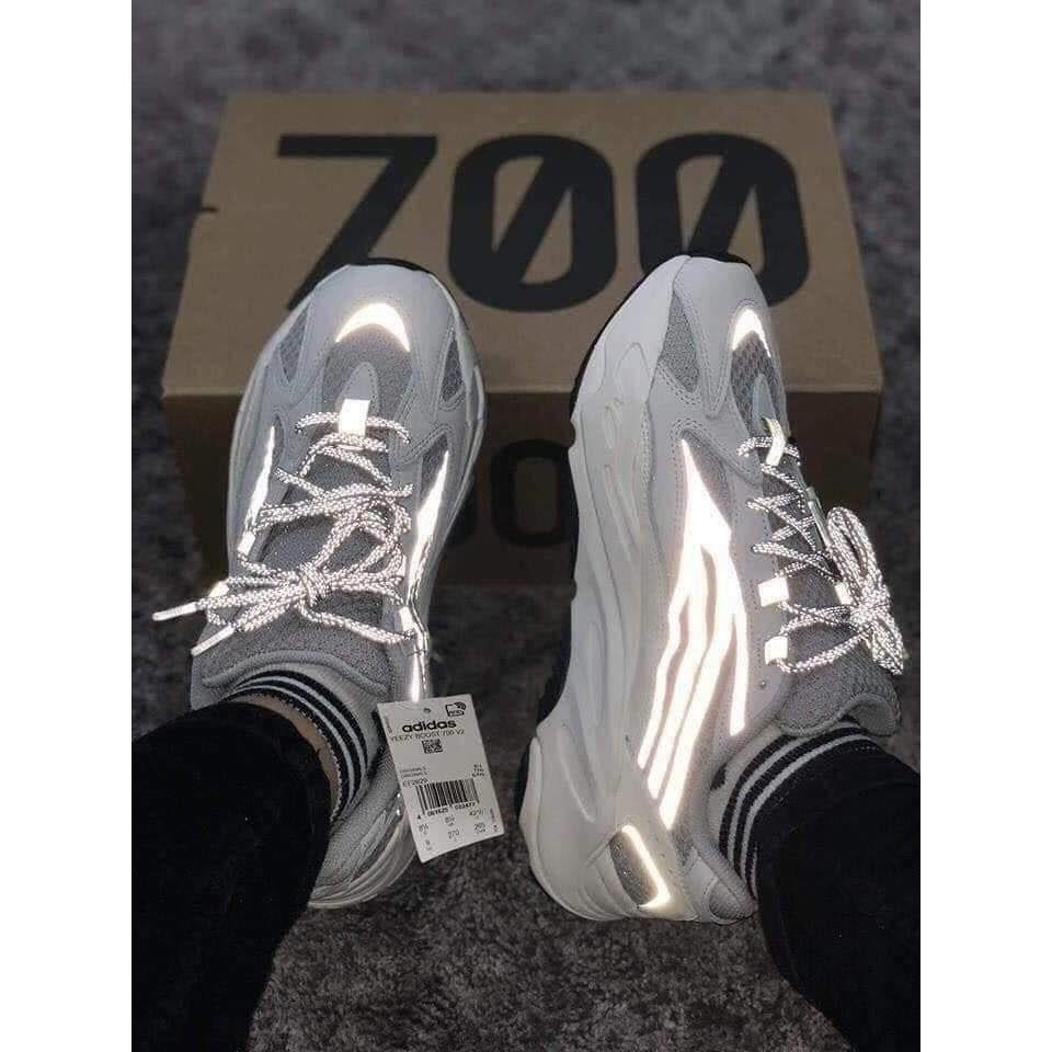 Giày thể thao YZY 700 STT
