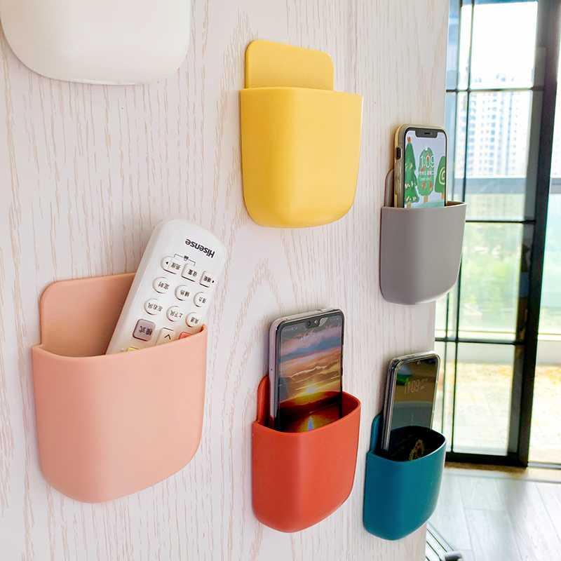 Kệ ốp tường để điều khiển, điện thoại và các vận dụng vô cùng tiện lợi