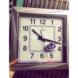 Đồng hồ hình vuông