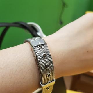 Đồng hồ nữ QB dây lụa kim loại màu bạc mặt đen có lịch chống nước cao cấp Tony Watch 68