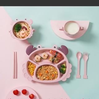 Bộ khay ăn lúa mạch chia ngăn hình chú cua kèm thìa, đũa, nĩa