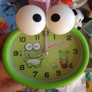 Đồng hồ báo thứ để bàn con ếch to