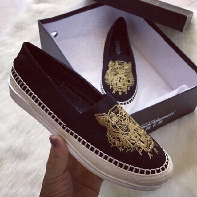Giày slipon nữ thêu chất da lộn hàng đẹp