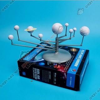 Đồ chơi khoa học cho trẻ em. Đồ chơi hệ mặt trời có tô màu nước.