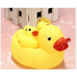 Vịt thả bồn tắm cực yêu cho bé