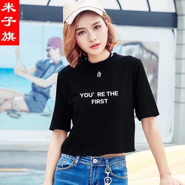 Áo croptop dáng rộng in hoạ tiết You' Re the First