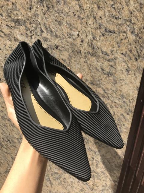 Giày bệt nhựa mềm thời trang( sale sốc) con 39 đen kem