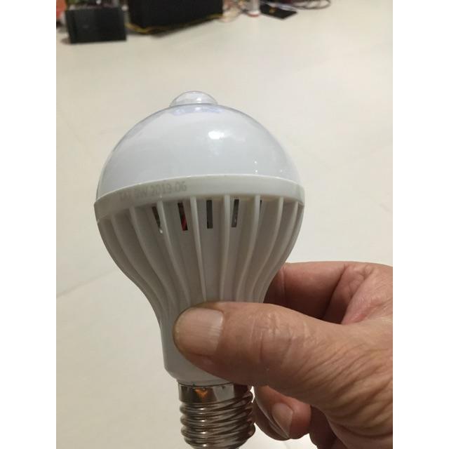 Bóng đèn Led cảm ứng thông minh 9W tự động tắt mở khi có người đến gần lúc trời tối