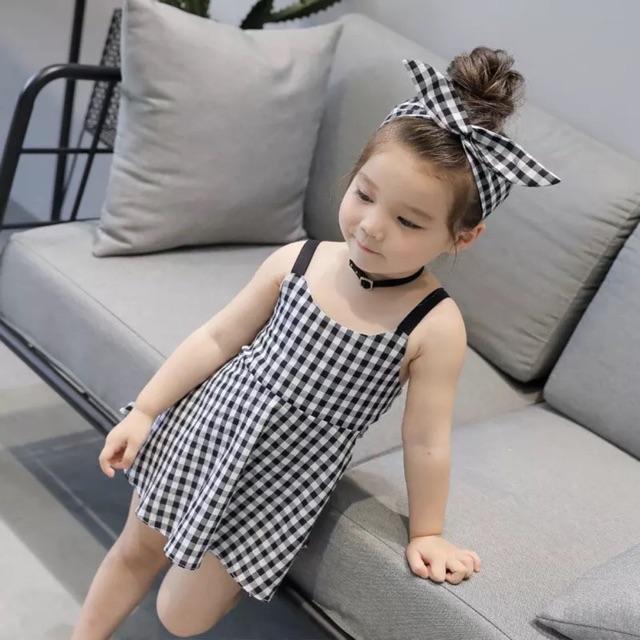 Váy thô kẻ ô cho bé gái