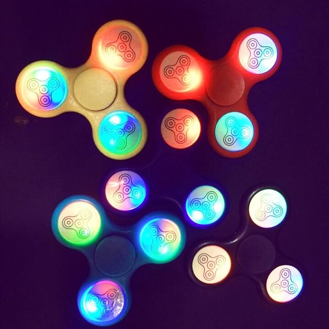 Đồ Chơi Con Quay Giúp Giảm Stress Fidget Spinner Đèn Led 7 Màu - 2883693 , 278890866 , 322_278890866 , 40000 , Do-Choi-Con-Quay-Giup-Giam-Stress-Fidget-Spinner-Den-Led-7-Mau-322_278890866 , shopee.vn , Đồ Chơi Con Quay Giúp Giảm Stress Fidget Spinner Đèn Led 7 Màu