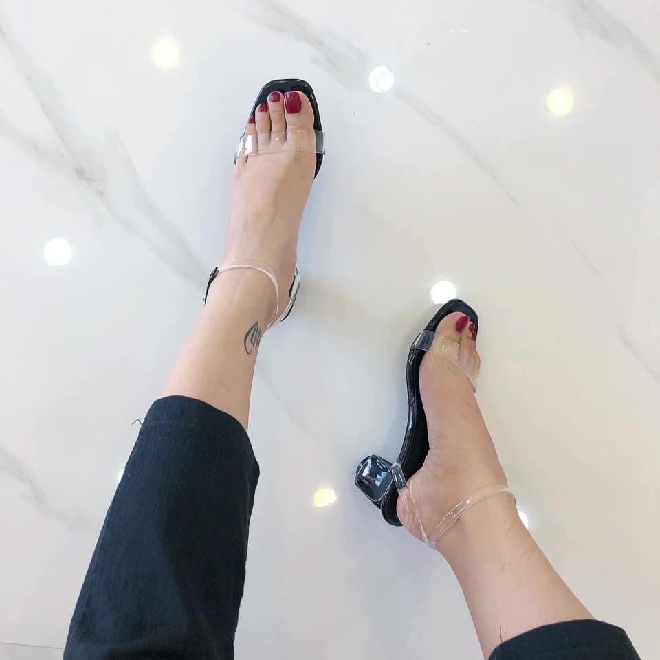 Giày sandal quai trong thời trang