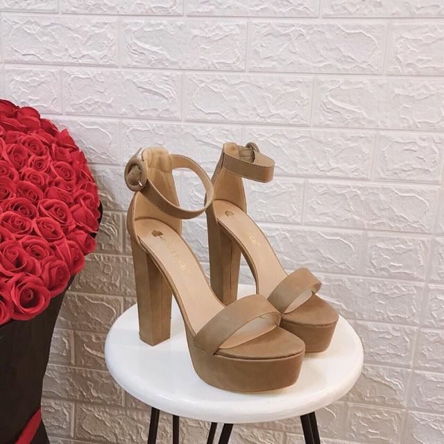 Sandal nữ thời trang đế cúp