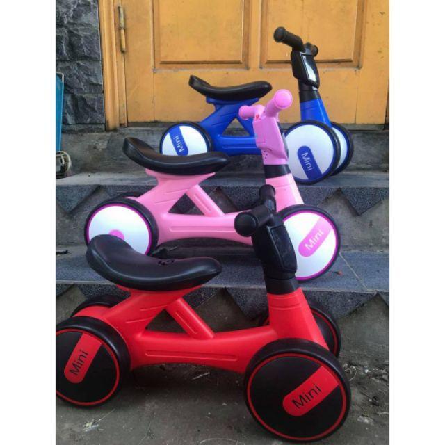 Xe chòi chân minibike phát nhạc và đèn cho bé. Xe cân bằng 4 bánh yên to bản , nhựa đẹp