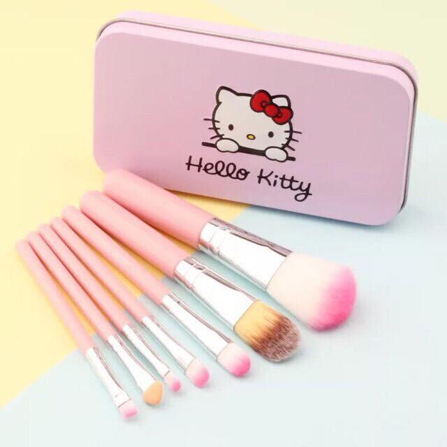 Bộ 7 cọ trang điểm Hello Kitty ( hộp thiếc )