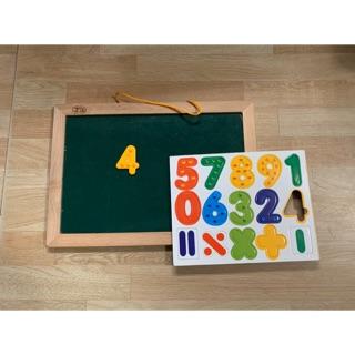 Bảng học số có nam châm tặng kèm bút viết bảng. Ảnh chụp thật.