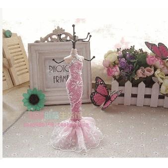 Móc treo trang sức cô gái váy ren hồng - size 22cm