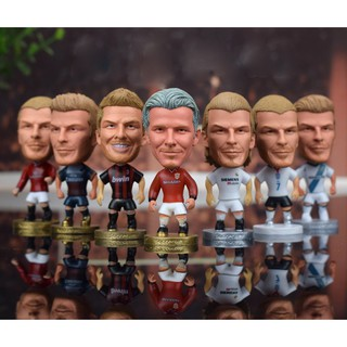 Tượng cầu thủ bóng đá Beckham trong các màu áo CLB