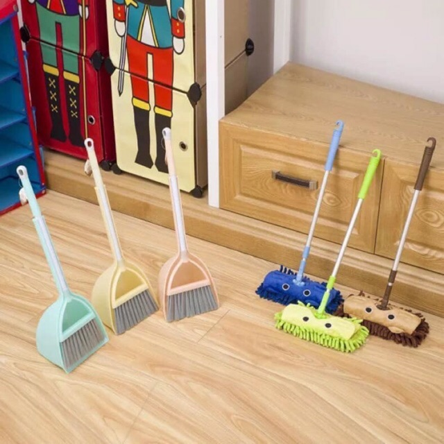 [Montessori] – Bộ chổi, lau, hốt rác cho bé yêu