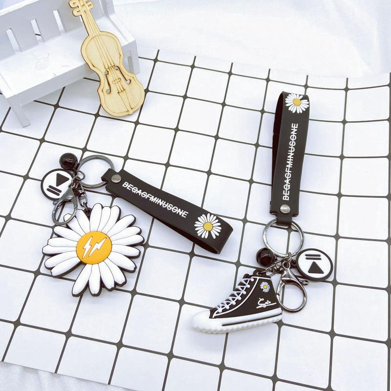 [Mã BMCB08 hoàn 15k xu đơn bất kỳ] Fashion Keychain Chrysanthemum Shoes Key Ring Korean Star Same Key Pendant