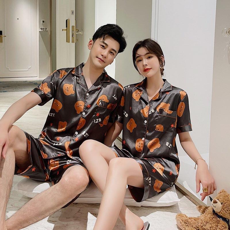 Mặc gì đẹp: Ngủ ngon với Pyjama nam nữ lụa họa tiết gấu