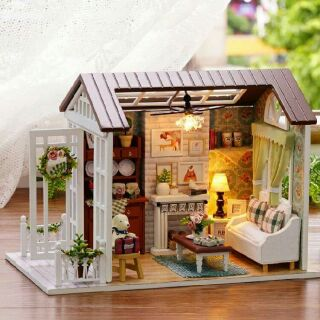 Kèm mica – Mô hình nhà gỗ búp bê dollhouse DIY – Z008 Happy time