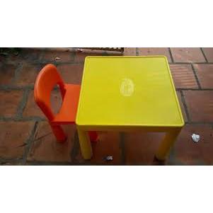 Bộ bàn ghế nhựa 1 bàn 2 ghế ( Hàng Km của Friso)